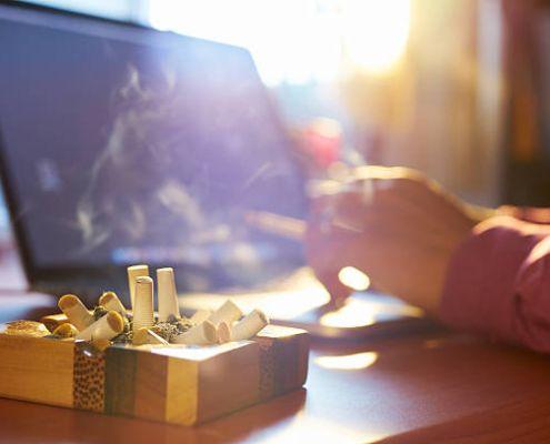 Fumar mientras trabajas